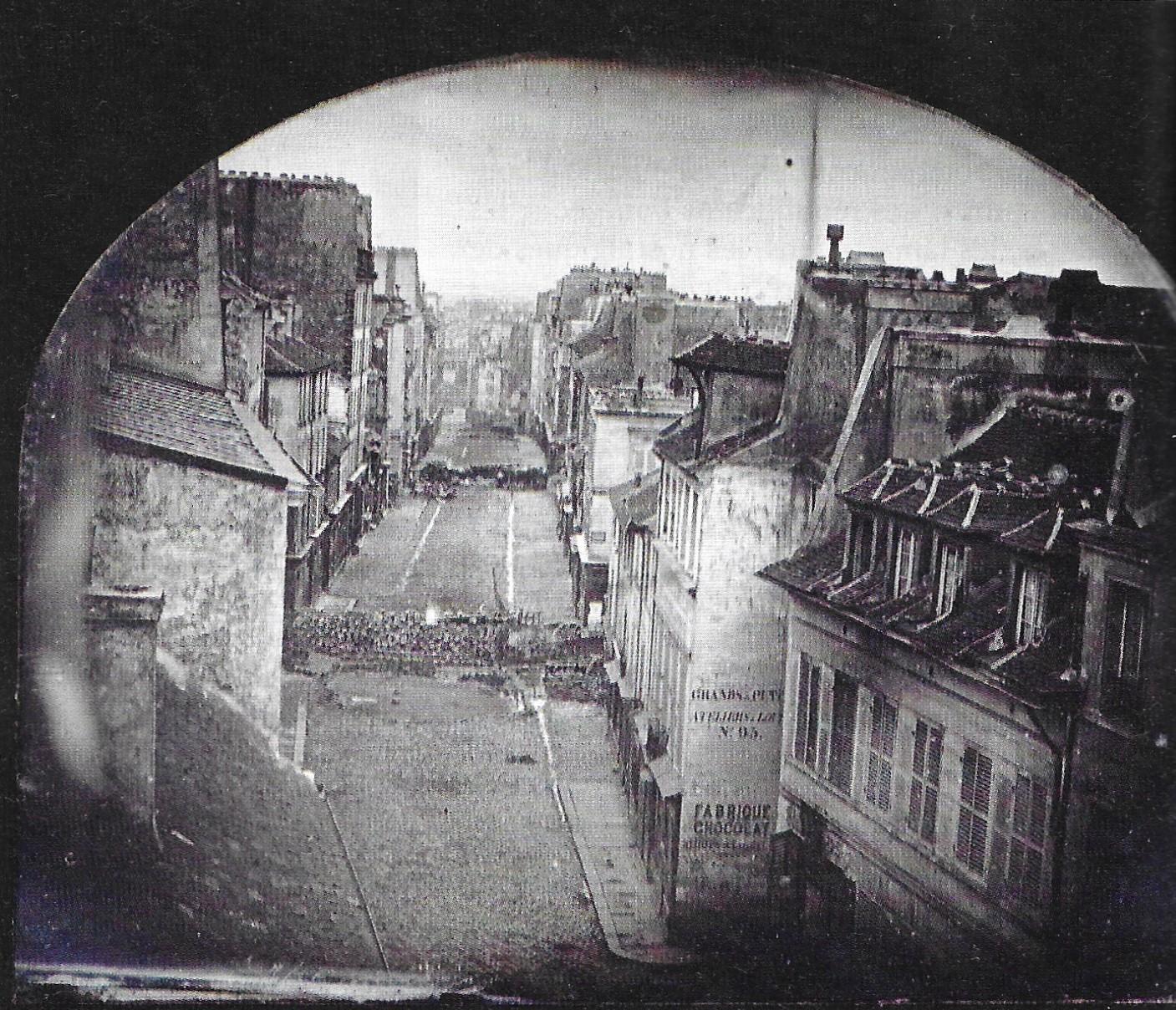 Exceptionnelle photo de Paris le 25 juin 1848 avant l'attaque rue du faubourg du temple (daguerréotype de Thibault, publié par le magazine L'Histoire en février 2018)
